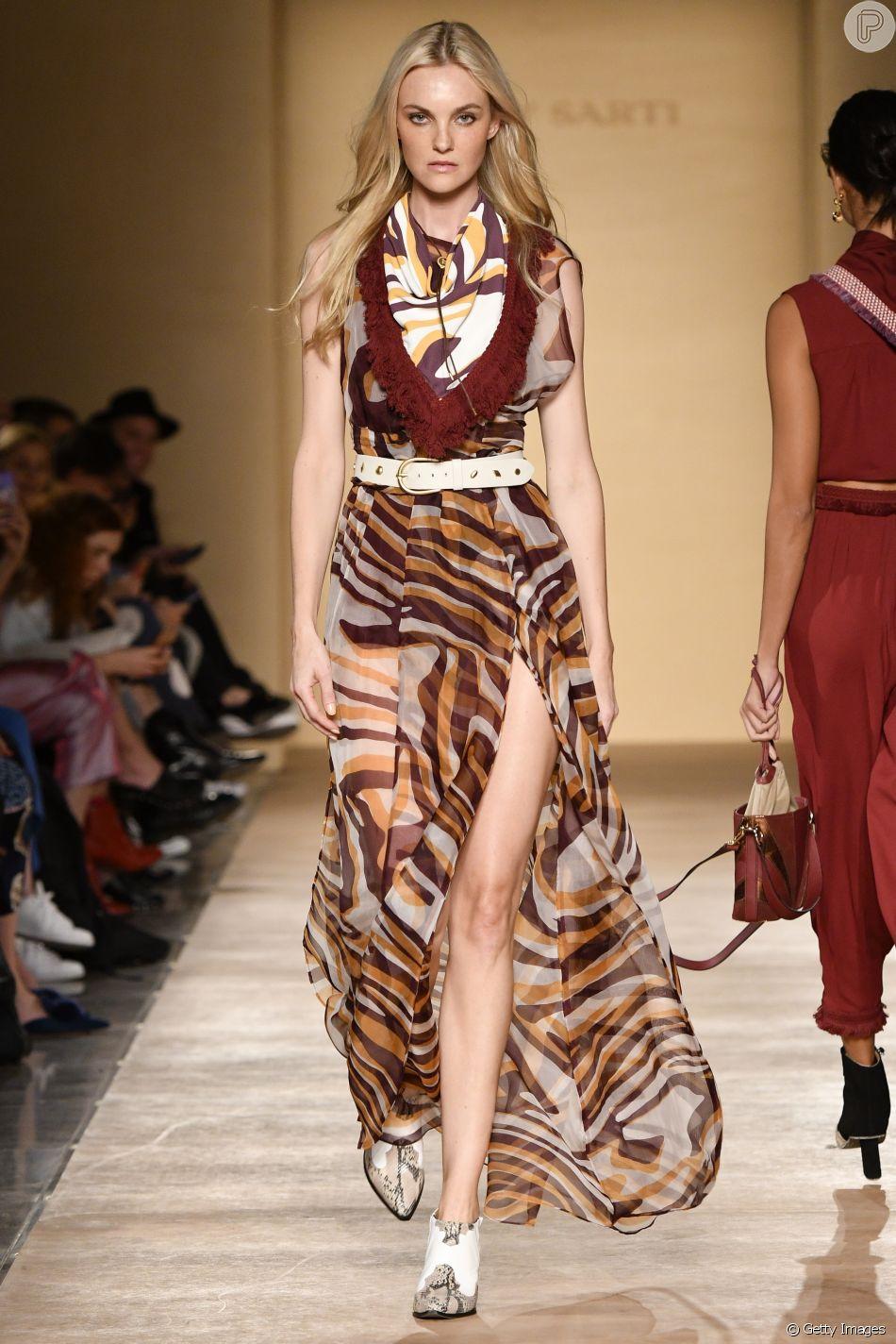 Vestidos longos que você vai querer usar no verão. Carol Trentini desfila para Lilly Sarti no São Paulo Fashion Week