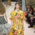 Vestidos longos que você vai querer usar no verão. Floral supermaximalista da Carolina Herrera
