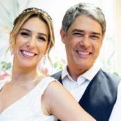 William Bonner posa abraçado com Natasha Dantas em foto de casamento. Veja!
