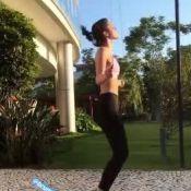 Luta, corda e dança! Marquezine brinca sobre silhueta em treino: 'Minhoca'