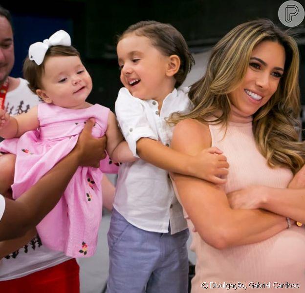 Filho de Patricia Abravanel, Jane e Pedro roubaram a cena em foto com a apresentadora no Instagram