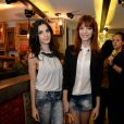 Giselle e Michelle Baptista escolheram looks preto e branco para o evento