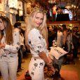 Yasmin Brunet fez pose para promover as roupas do evento