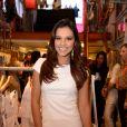 Mariana Rios escolheu um look todo branco para o evento