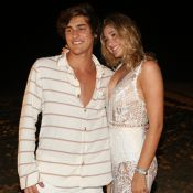 Fofos! Bruno Montaleone canta para Sasha Meneghel e diverte namorada: 'Ela ama'