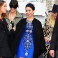 Vanessa Hudgens sorri ao chegar ao Naeem Khan Fashion Show em Nova York, nos EUA, em 12 de fevereiro de 2013