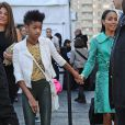 Willow Smith e Jada Pinkett Smith caminham de mãos dadas no Nova York Fashion Week 2013