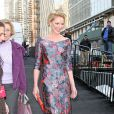 Katherine Heigl marca presença na Nova York Fashion Week 2013