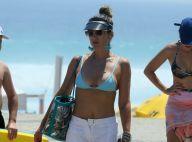 Flávia Alessandra vai a praia com a família em dia de calor, no Rio