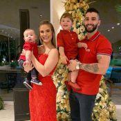 Andressa Suita e Gusttavo Lima combinam filhos com roupa vermelha: 'Feliz Natal'