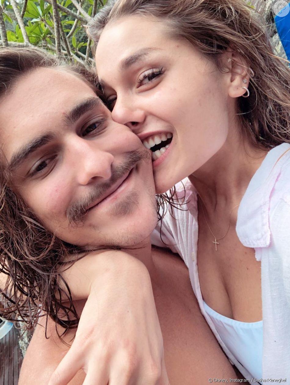 Sasha Meneghel comemorou 1 ano de namoro com o ator Bruno Montaleone