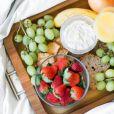 Uma das dicas da nutricionista para um detox no corpo é consumir 3 frutas orgânicas por dia, sempre in natura