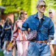 Animal print: Marianne Theodorsen usa jeans com jeans + bolsinha de oncinha
