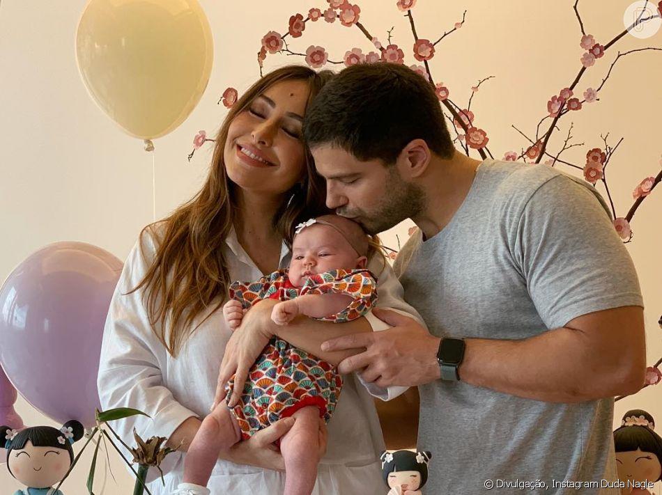Zoe completou 1 mês de vida neste sábado, 29 de dezembro de 2018, e ganhou uma festa de Sabrina Sato e Duda Nagle
