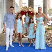 Rodrigo Faro e Vera Viel posam com as três filhas em passeio de barco. Veja foto