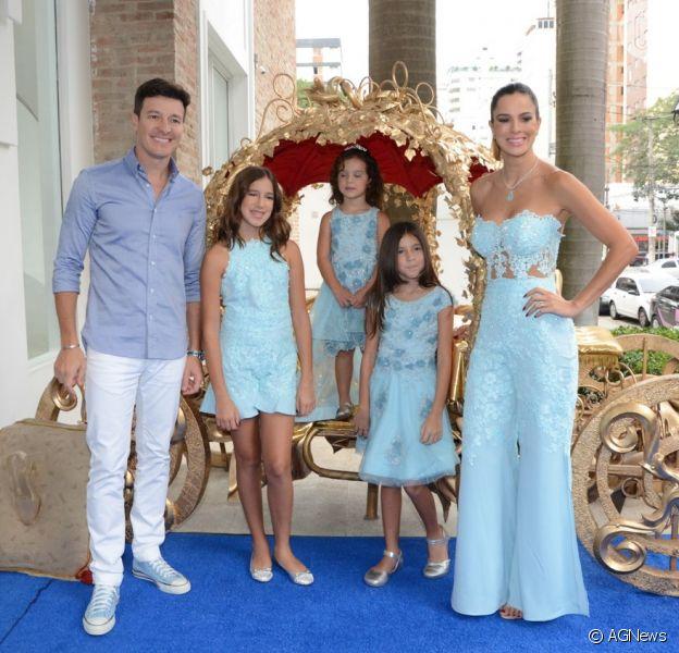 Vera Viel e Rodrigo Faro estão curtindo Angra dos Reis, na Costa Verde do Rio de Janeiro, com as filhas Clara, Helena e Maria