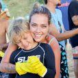 Davi Lucca ajudou na limpeza da praia do Porto, promovida pela Casa Neuronha em parceria com a Renner