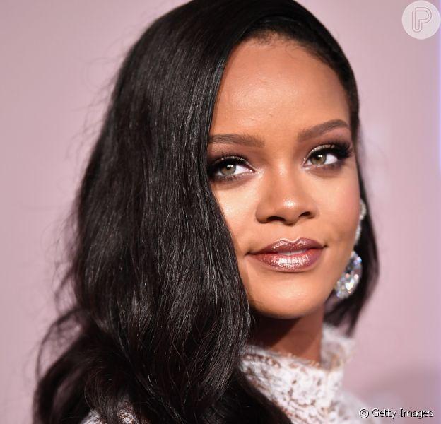 Rihanna abriu um processo contra o pai, Ronald Fenty, e sua empresa, a 'Fenty Entertainment'