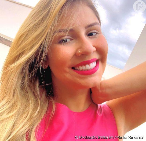 Marília Mendonçacombina batom com look rosa e encanta seguidores no Instagram