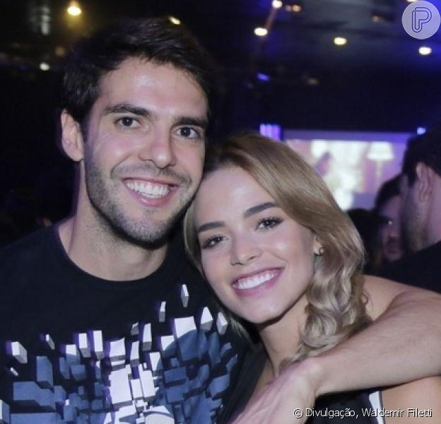 Carol Dias festejou dia na neve com o noivo, Kaká, e os filhos dele: 'Gosto de estar junto'