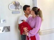 Luma Costa segura filho recém-nascido e ganha beijo do marido: 'Apaixonados'