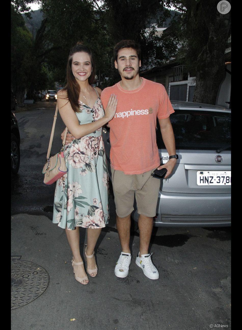 Juliana Paiva e Nicolas Prattes se reúnem com parte do elenco de 'O Tempo Não Para' para despedida em restaurante localizado no Recreio dos Bandeirantes, zona oeste do Rio de Janeiro, na noite desta segunda-feira, 28 de janeiro de 2019