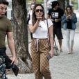 Logomania é tendência na moda: Anitta com calça Gucci