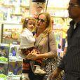 Angélica em passeio com sua filha em shopping na Zona Oeste do Rio de Janeiro. Eva é ou não é uma graça?!