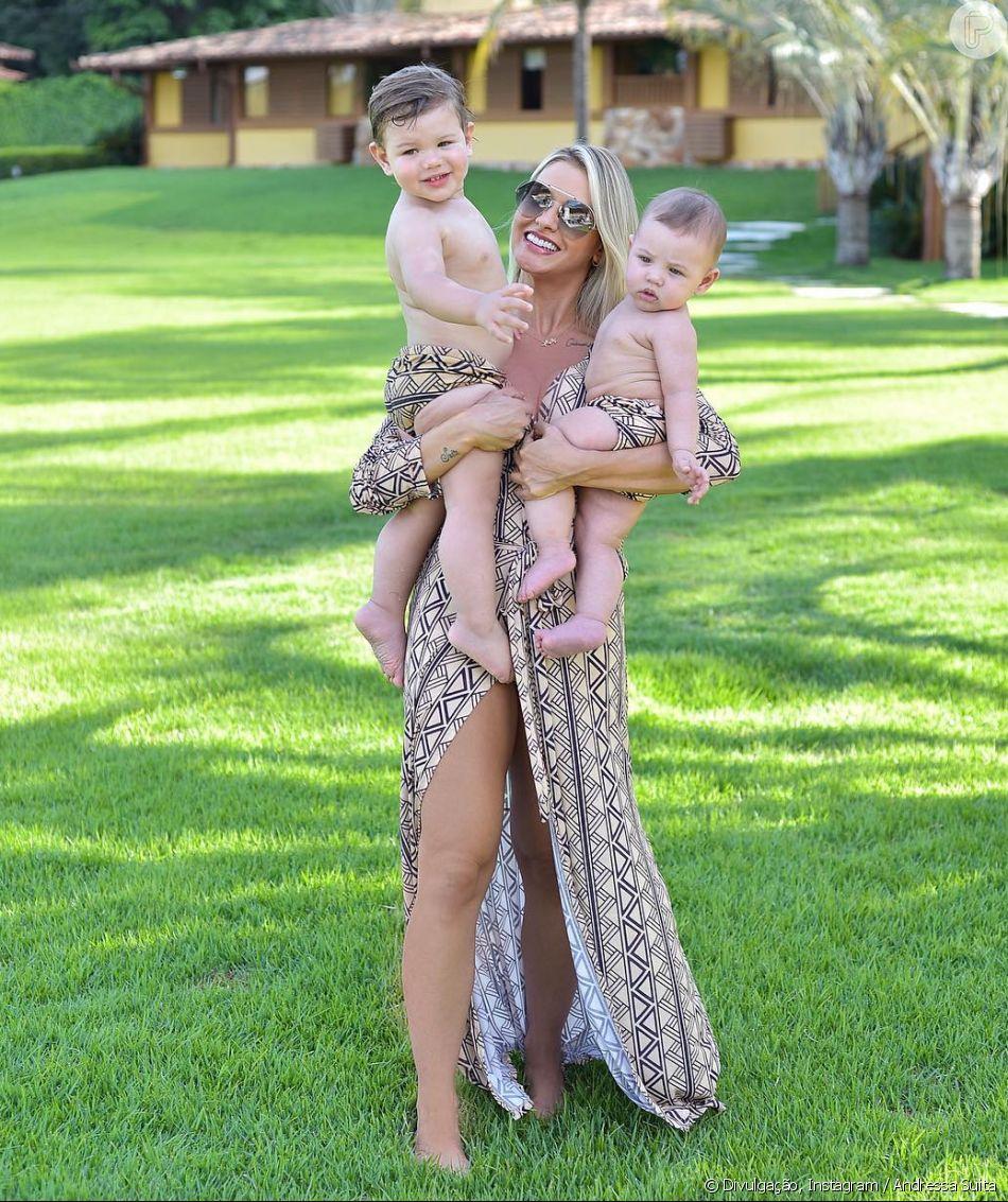 Andressa Suita posou com os filhos, Gabriel e Samuel, com a mesma estampa neste domingo, 3 de fevereiro de 2018