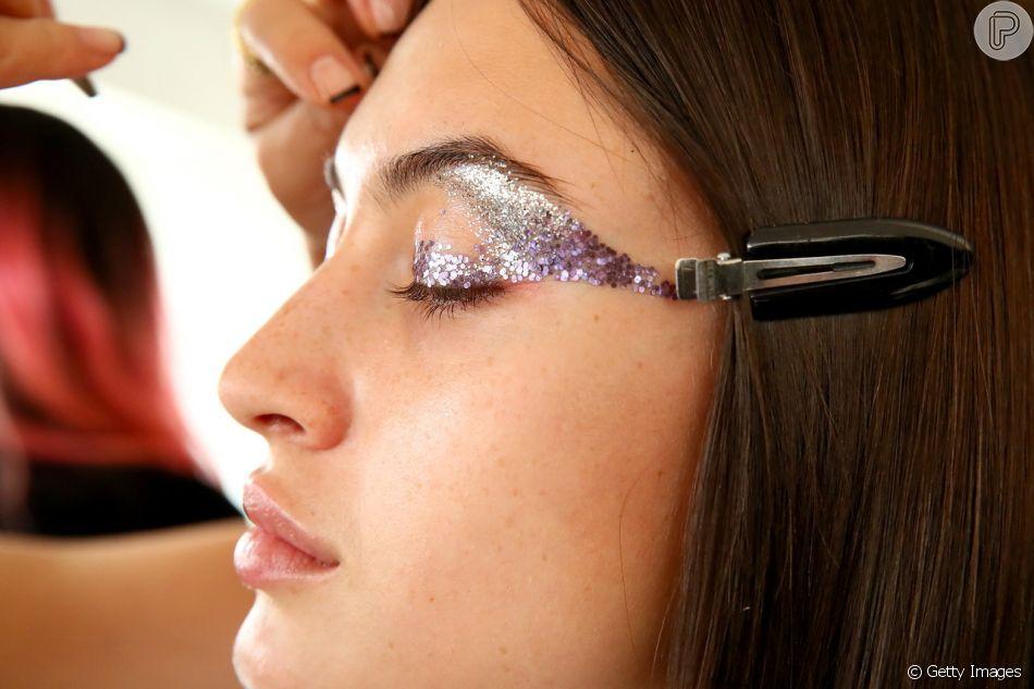 591695303 Existem vários tamanhos de glitter no mercado da beleza - Purepeople