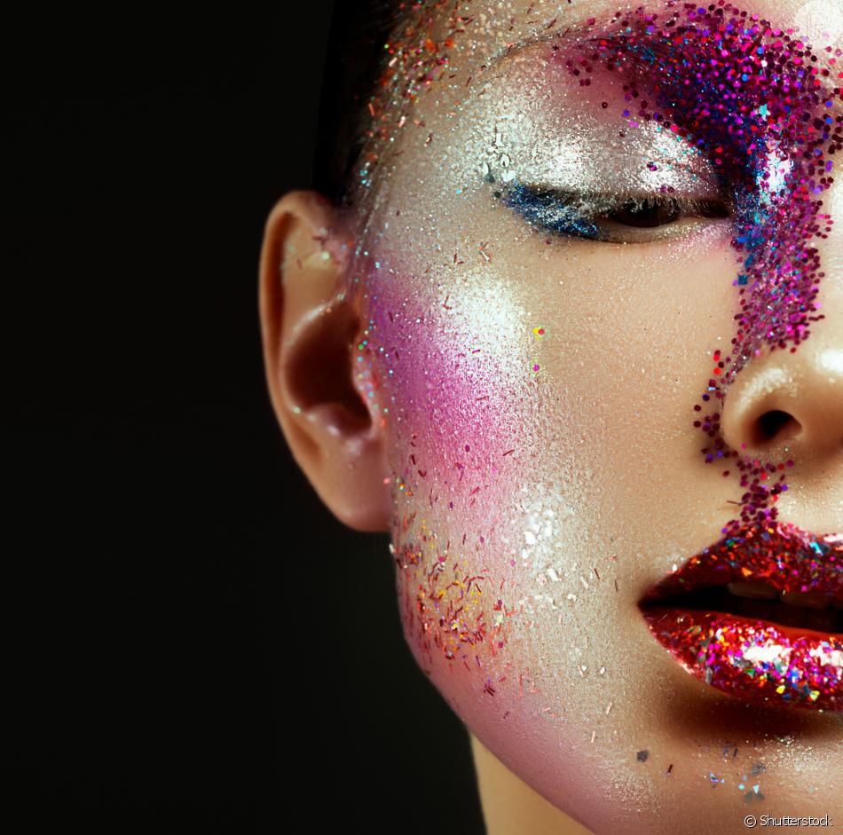 cbc714adf Maquiagem de Carnaval com glitter: 5 dicas de como aplicar, fixar e ...