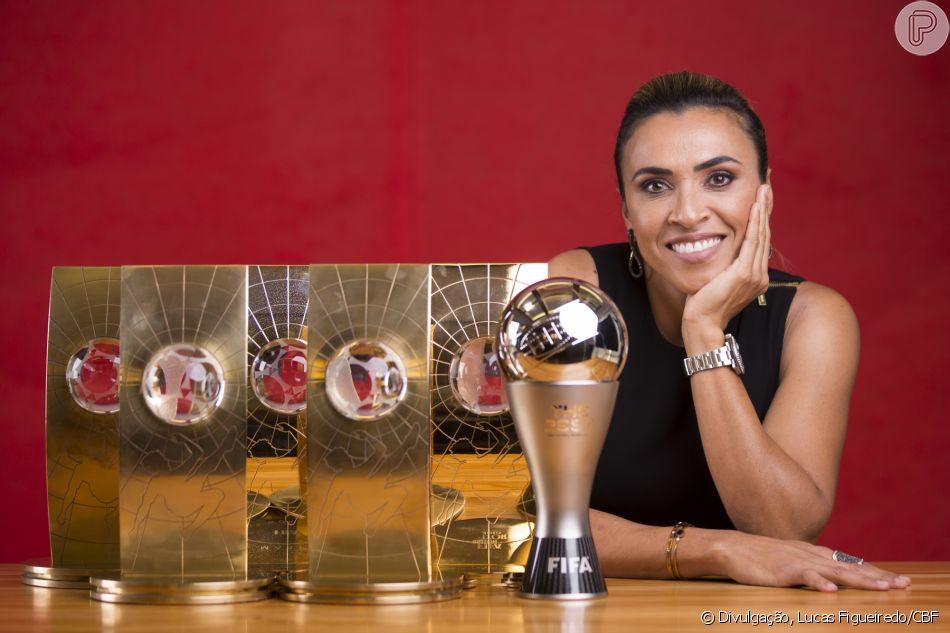 Marta, a maior artilheira da Seleção Brasileira, foi eleita 6 vezes como a melhor jogadora do mundo.