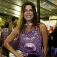 Mariana Goldbarf fez uma make com glitter rosa para o Carnaval