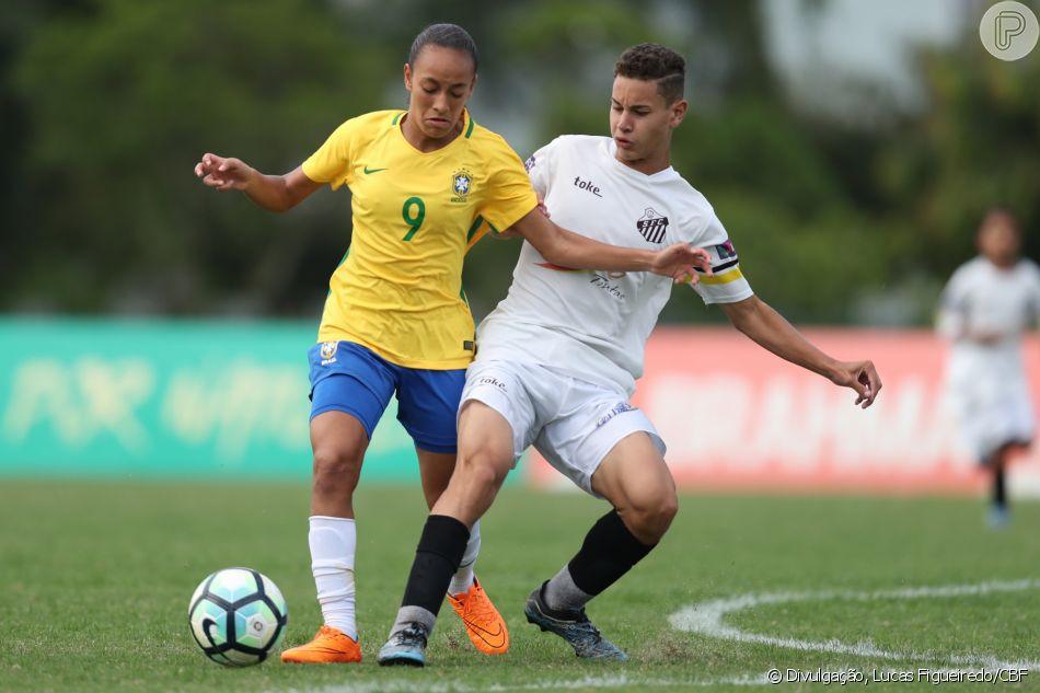 'Muitas pessoas   cresceram tão acostumadas a tratarem o futebol feminino como um ator coadjuvante sempre em desenvolvimento que eles podem estar perdendo a atração principal', afirmou o presidente da FIFA, Gianni Infanto.