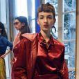 Para o Outono/Inverno 2019, Emilio Pucci combina peças com materais cintilantes, como o verniz
