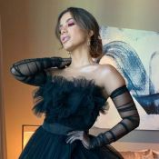 Look com fenda e make neon: o styling de Anitta no Premio Lo Nuestro. Fotos!