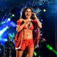 Alinne Rosa usou um look exibindo o tanquinho sarada no evento Imprensa Que Vai, em Pernambuco, na quinta-feira (28).
