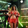 Alinne Rosa caprichou no brilho para curtir a noite de show no Recife