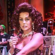 Com maiô cavado e joias de R$ 1,5 mi, Deborah Secco vira Sophia Loren em baile