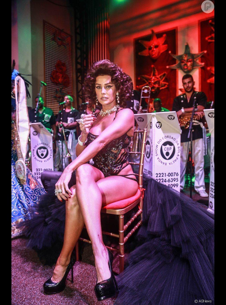 552335514c1 Deborah Secco colocou peruca e lente de contato para representar Sophia  Loren no baile de gala. 20 fotos