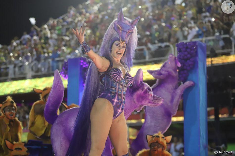 Claudia Raia exibiu o corpo em forma em desfile de Carnaval