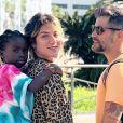 Títi, filha de Bruno Gagliasso e Giovanna Ewbank, questionou os pais sobre sua ausência em anúncio publicitário no qual aparecem os atores