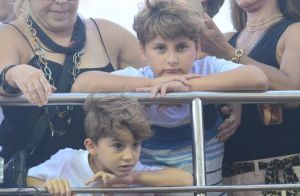 Claudia Leitte leva os filhos, Davi e Rafael, para trio elétrico na Bahia. Fotos