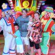 Eliana curte circo com filhos, Manuela e Arthur, noivo, Adriano Ricco
