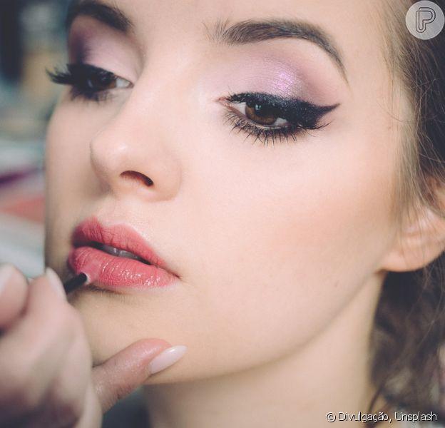 Limpeza de pincéis: dermatologista dá cinco dicas infalíveis para retirar resíduo de maquiagem