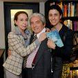 Domingos Oliveira ao lado de Fernanda Montenegro e Fernanda Torres