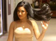 Modelo por um dia! Simaria encena desfile ao ir às compras em shopping. Fotos!