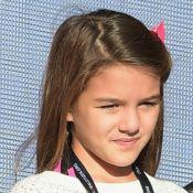 Suri contraria Katie Holmes e viaja para encontrar o pai, Tom Cruise. Entenda!