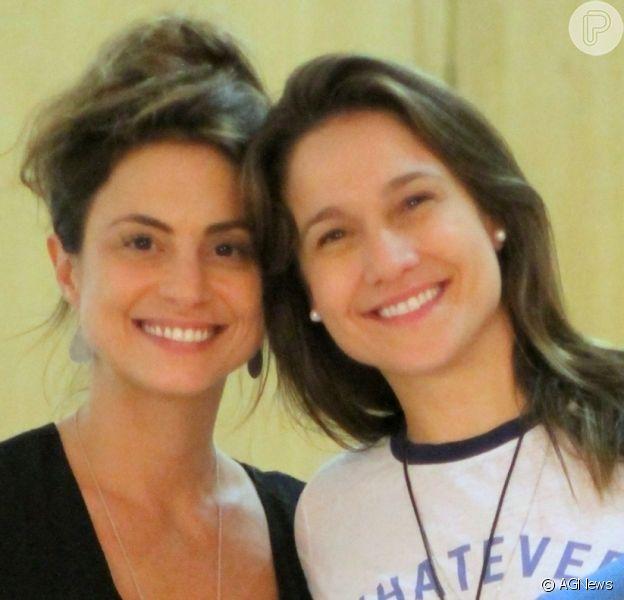 Fernanda Gentil foi prestigiada pela mulher, Priscila Montandon, ao estrear o monólogo 'Sem Cerimônia'