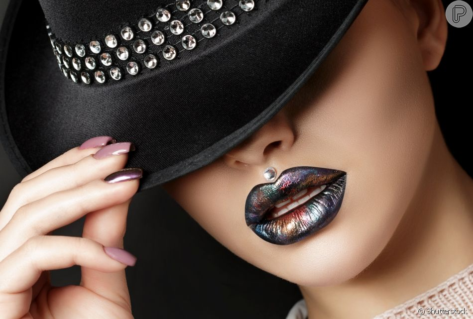 Dicas de como usar pigmentos e sombras metalizada nos lábios. Veja fotos